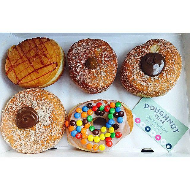 Saturday nights at work have me dreaming of all my favourite #doughnuttime doughnuts creme de la creme veruca salt love at first bite eminem @doughnut_time