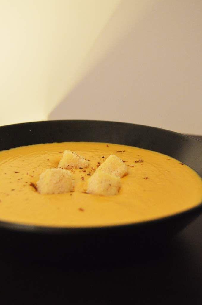 Aujourd'hui je vous propose une recette toute douce pour cet automne : un velouté de butternut. Cette recette a été réalisée lors de la Foire aux Champignons de Saint-Bonnet le Froid qui s'est tenue le week-end des 7 et 8 novembre 2015. De quoi ai-je...