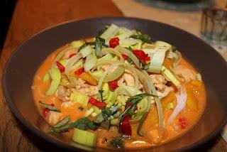 Kycklingsoppa med röd curry