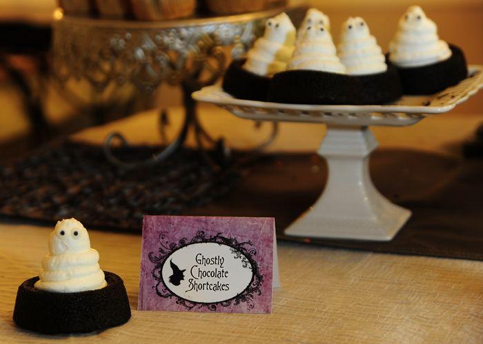 .Halloween Desserts, Halloween Parties Ideas, Chocolates Shortcake, Halloween Sweets, Ghosts Shortcake, Fall Halloween, Ghosts Treats, Halloween Treats, Ghosts Cake
