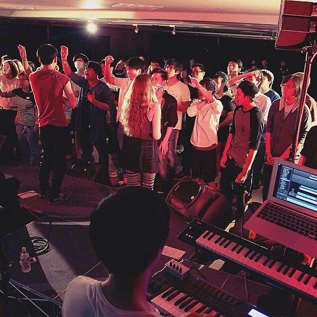Packed with people 、to worship Jesus ! イエスを賛美するためフールハウス !#lifehouseosaka