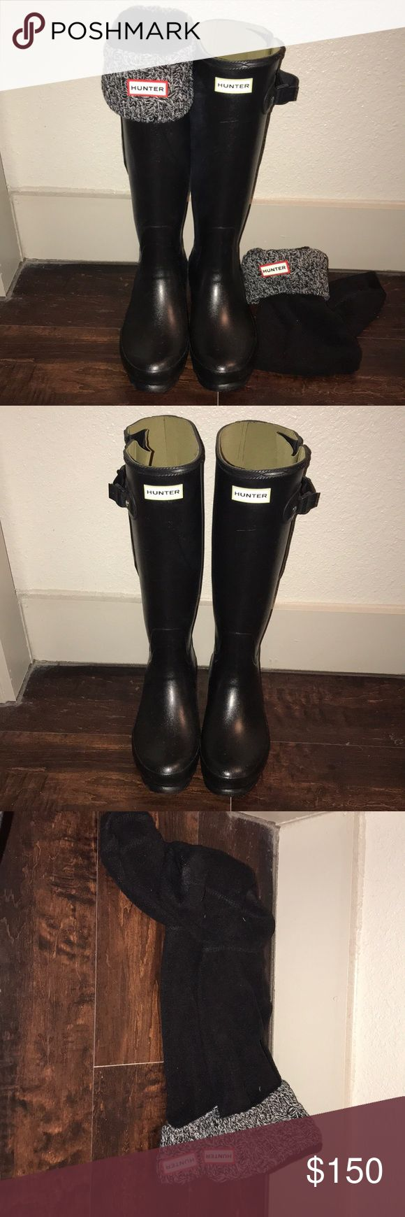 Black hunter rain boots Only worn 2 times  No damage what so ever No signs or wear on boot Amazing condition Good for wide calf Hunter Shoes Winter & Rain Boots