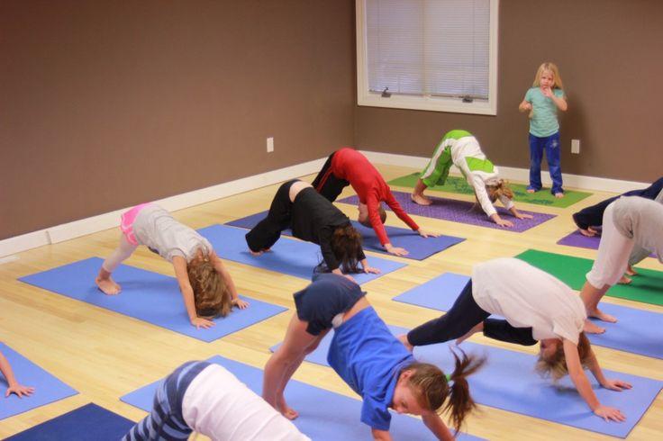 """Município de Belmonte promove aulas de yoga a crianças do pré-escolar e 1.º ciclo - No âmbito do Projeto """"Educar é Evoluir"""", o Município de Belmonte alargou a disciplina do Yoga a todas as crianças do 1º ciclo do concelho."""