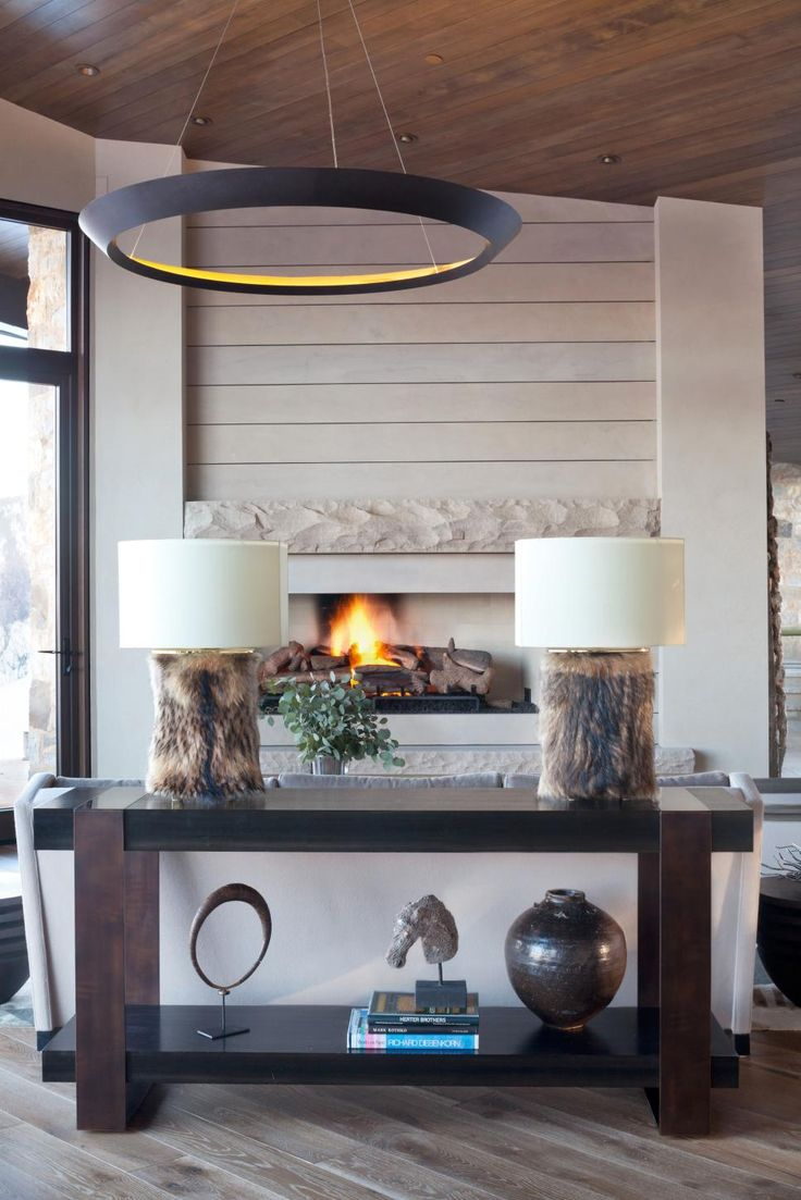 To give an Oklahoma couple their dream vacation home in Aspen, Colo., designer Colin Griffith outfitted their 15,000-square-foot space with a mix of rustic and contemporary pieces. The result is an elegant mountain-side retreat that makes entertaining guests truly effortless.