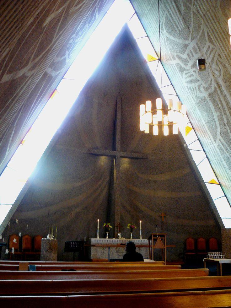 6 June: Oslo international church - na fotce vypadá mysticky, ale bohoslužby byly příjemně neformální s houfem batolících se dětí