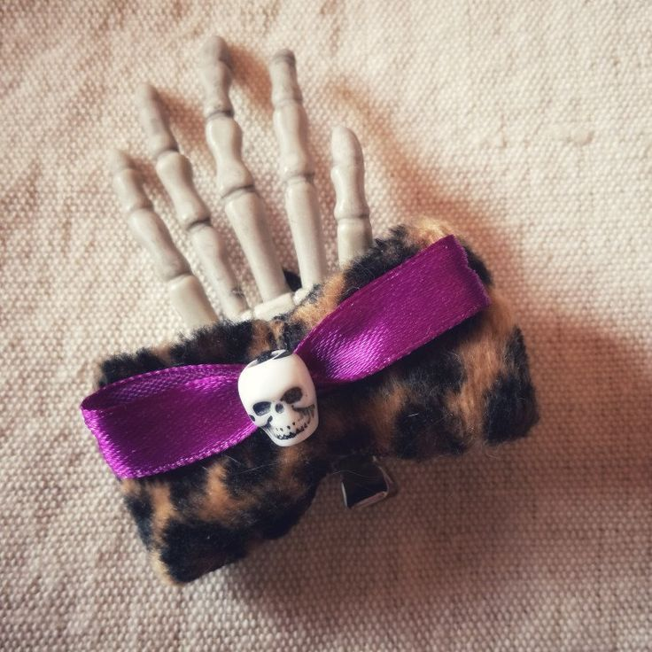 #handmade #fattoamano #hair #capelli #hairclip #fermaglio #animalier #skull #calavera #teschio #gothic #goth #rockabilly #hand #skeletonhand #gothicgirl #purple #satin #diadelosmuertos