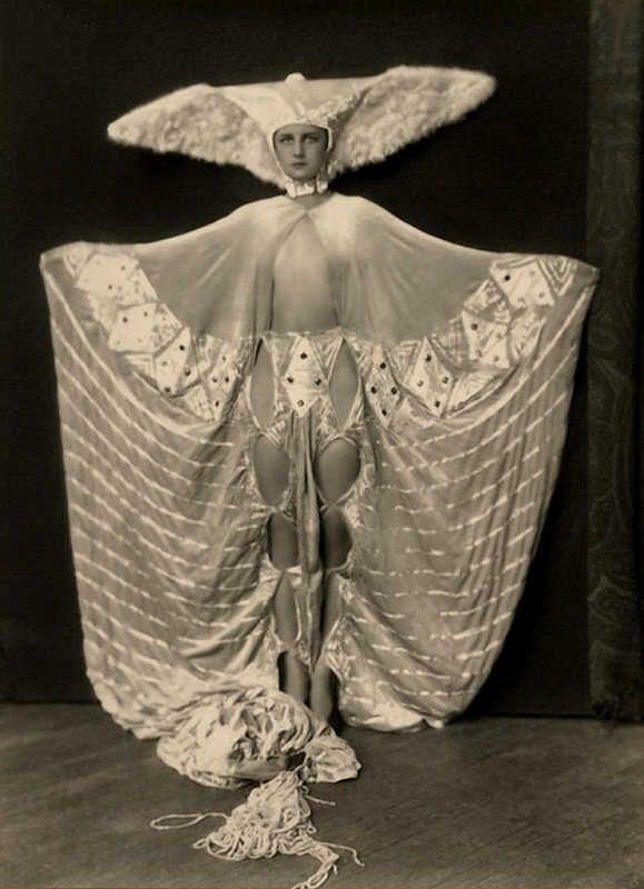 Ziegfeld Follies dancer circa 1920's. Dear Lordy, that headdress :)