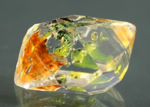 Fluorescent Petroleum Diamond Quartz Crystal / Pakistan