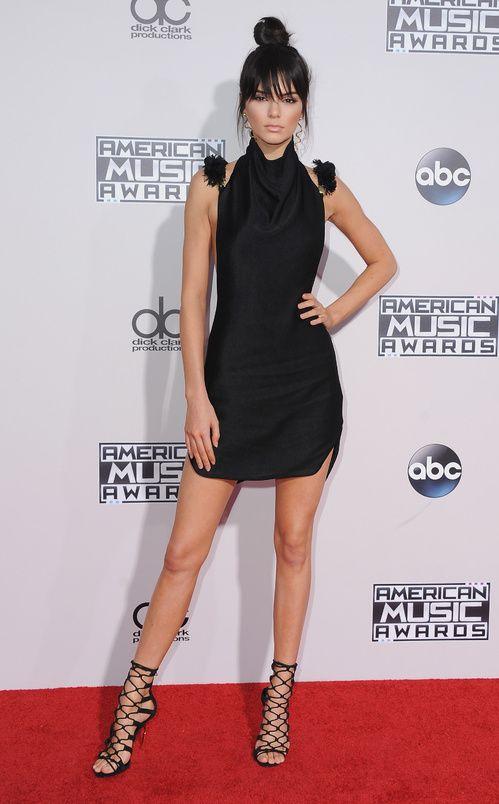 Kendall Jenner en robe Oriett Domenech à la cérémonie des American Music Awards à Los Angeles http://www.vogue.fr/mode/inspirations/diaporama/les-meilleurs-looks-de-la-semaine-novembre-2015/23888#kendall-jenner-en-robe-oriett-domenech-la-crmonie-des-american-music-awards-los-angeles