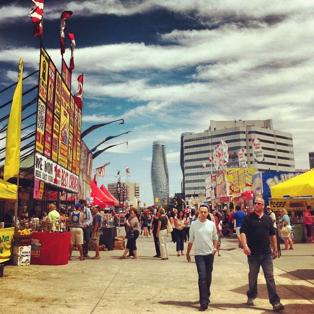 (Sub)urban Tourist: Highlights from the 2012 Mississauga Rotary Ribfest