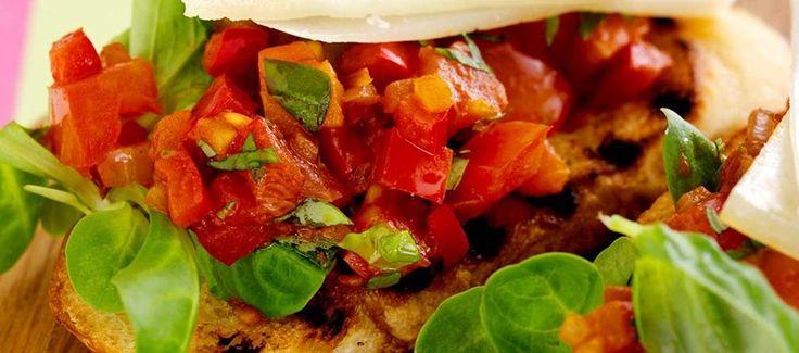 Grillet toast med manchego-ost og tomatkompot
