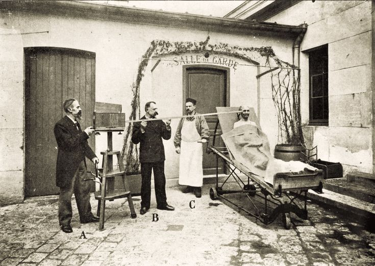 Photos from Murder Scenes in Turn-of-the-Century Paris | VICE | This scene shows the methodology used to photograph a cadaver before an autopsy. Photos courtesy of the Prefecture of Police of Paris