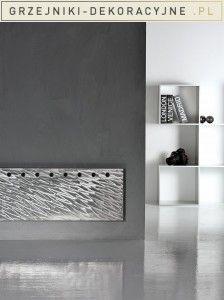 Stalowy, pojedynczy grzejnik dekoracyjny włoskiej firmy ANTRAX zwróci uwagę w surowych wnętrzach w stylu loft.