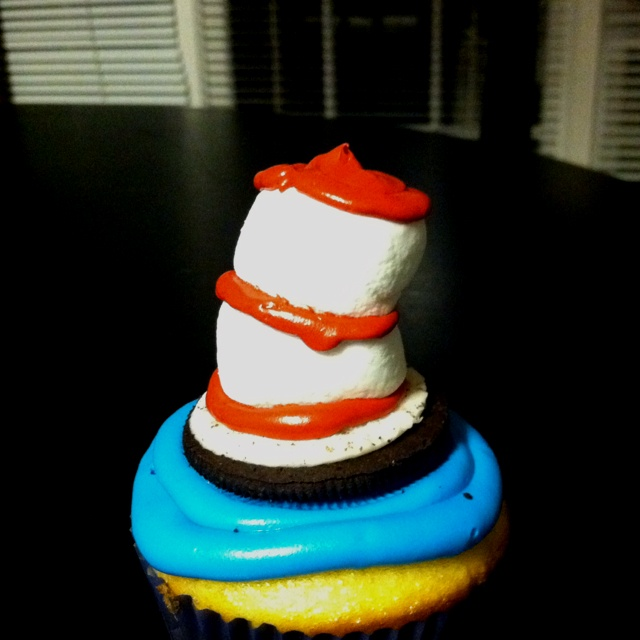 Dr. Seuss day cupcakes!