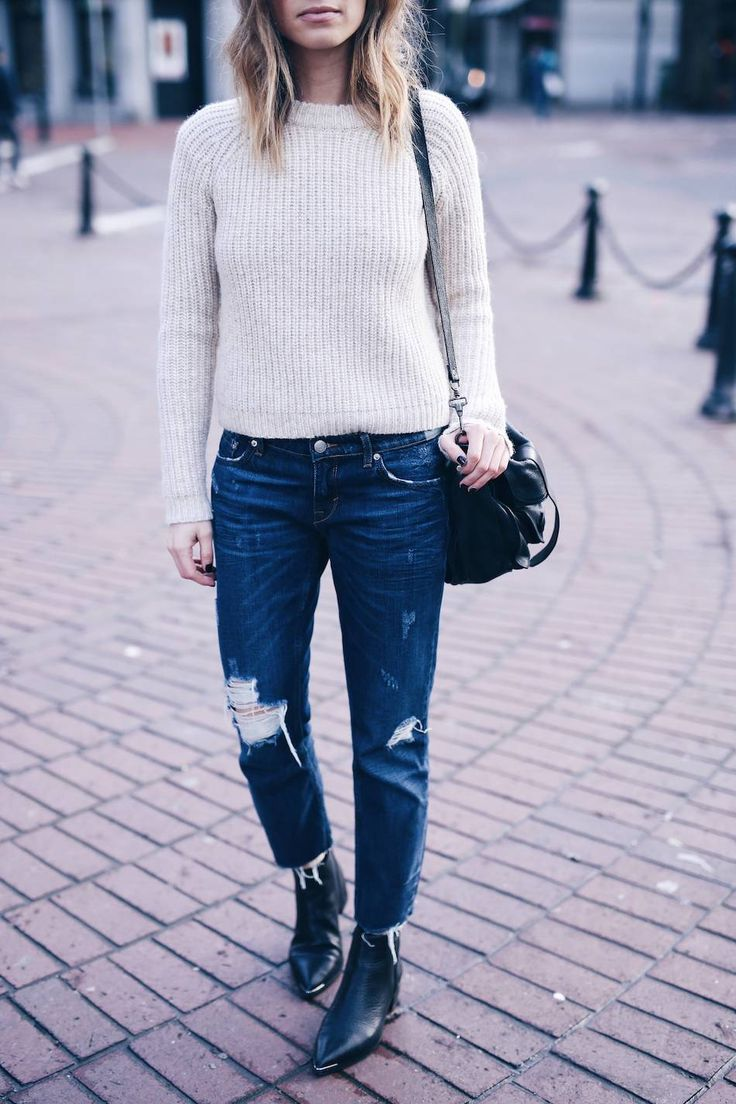 The August Diaries ~beige sweater jeans acne boots