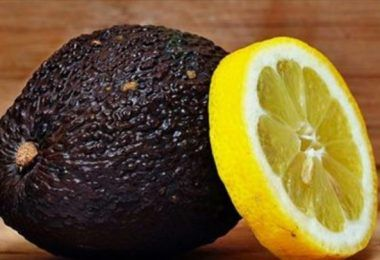 Matka příroda nám poskytla tolik mocných a přírodních složek, které nám pomáhají při léčbě mnoha onemocnění a zdravotních komplikací. V dnešní době je velmi populární alternativní medicina, protože je účinná, levná a nemá vedlejší účinky. Chia semínka a citron patří mezi oblíbené alternativní přírodní složky k léčbě mnoha problémů. Dnešní recept, který vám pomůže zhubnout …