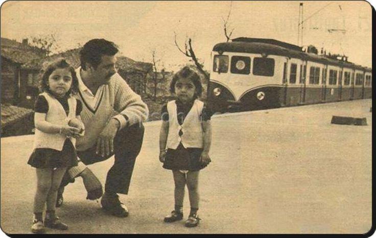 Rahmetli sanatçımız Erol Taş ve ikiz kızları Cankurtaran tren istasyonu 1965