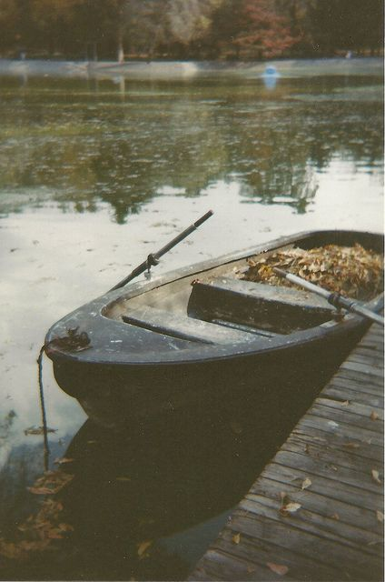 Peace and companion, these kind of boats are done for a picnic on the lake