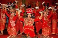 tari piring from indonesia