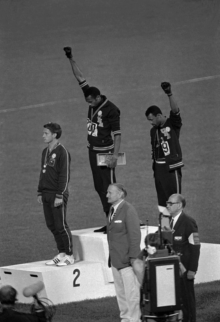 J'adore cette photo !! Tommie Smith and John Carlos & Peter Norman 10/16/1968