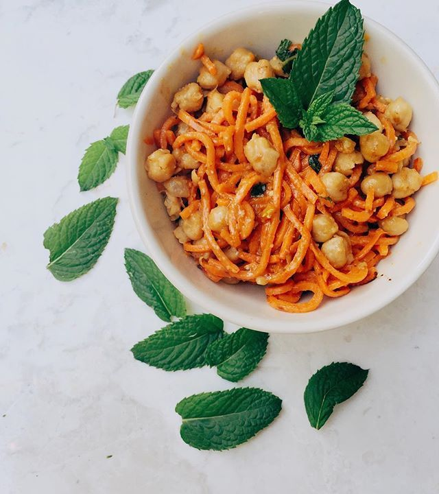 """it would be impossible for me to put into words the insane flavors of this Thai inspired dinner. brb dyyyying over here. 10 minutes later & my belly is happy as can be! (*fresh mint from my garden!!) noms: @thetoastedpinenut recipe: sweet potato """"noodles"""" & garbanzo beans with peanut sauce and mint💯"""
