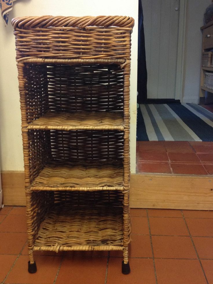 Wicker shelf unit with top basket, rubber feet, as new cost a small fortune.. now £12