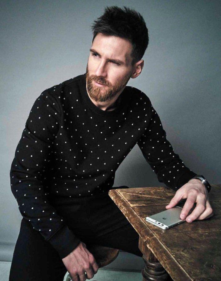 """"""" Leo #Messi posó en una sesión de fotos para la revista @Esquire en su edición para México y Latinoamérica."""""""