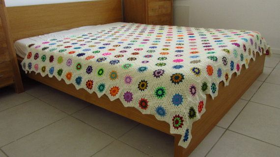 This double bed throw measures 188cm x 195cm (74 inches x 77 inches), perfect for a king size bed or a double bed.    This double bed blanket/king
