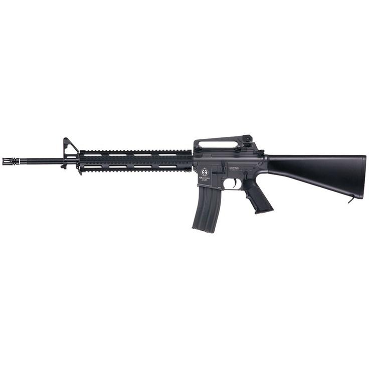 Réplica exacta de la M16 Full Metal de ICS.   Es exacta a la M16 utilizada por el ejército norteamericano.  Forma parte de una producción exclusiva y limitada de ICS que se vende con cuenta gotas.  Haz click en la imagen y mira la ficha de esta preciosad.  ¡Conócenos, siente ICS y vive experiencias únicas!  #M16 #Airsoft #replicasairsoft #tacticalairsoft