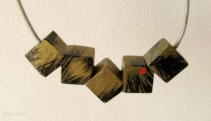 colier-cuburi-negru-auriu