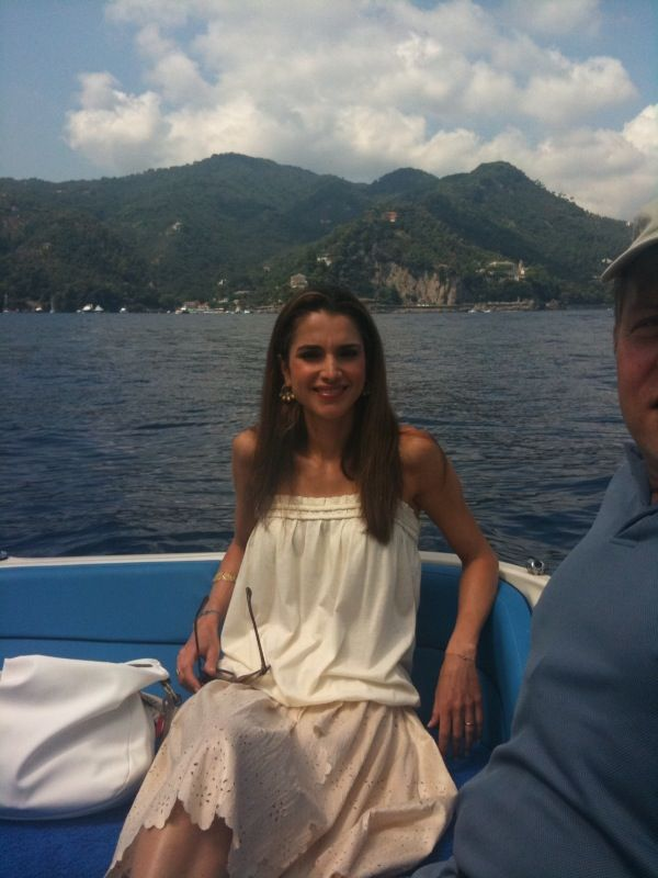 South Beach Queen Bedroom Set Modern: Queen Rania Of Jordan♔♛..Summer Vacation