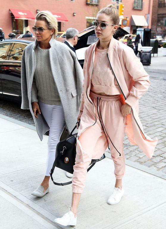 Gigi Hadid et Yolanda Foster à New York le 11 avril 2016