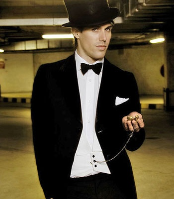 Sam Sparro. Black and gold is one of my favourite songs. Ever.
