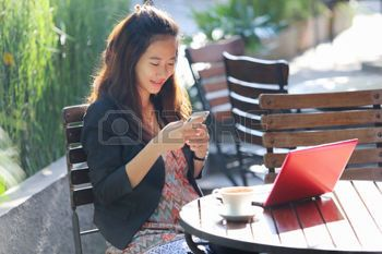 38304623-a-portrait-of-a-young-businesswoman-work-oudoor-in-a-cafe.jpg (350×233)