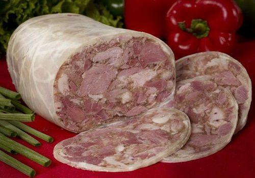 Pentru toba de porc traditionala cureti stomacul de porc de membrana interioara. Cel mai usor se curata cu sare grunjoasa. Il speli, il lasi o ora in apa cu ote