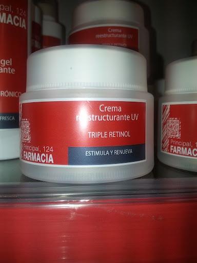 Nuestro triple retinol, accion completa nutre la piel, previene y atenúa los signos de envejecimiento, favorece la vitalidad de las células epidérmicas.La llamamos triple retinol por contener retinol en 3 estados, retinol, retinil palmitato y retinil propionato,para una liberación constante de los principios activos y una eficacia 12/24 h, además de vitaminas C y E  mateca de karite, acido hialurónico y filtro solar. ¿se puede pedir más?