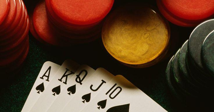 ¿Qué cartas conforman una Flor Imperial?. El póquer tradicional, de cualquier tipo, se juega con cinco cartas por jugador. Un par es una de las manos más bajas que puedes tener, la flor imperial es la mano más alta que se puede jugar. Es la mano más difícil de obtener en el póquer, no importa qué versión del juego estás jugando. Esta mano gana sobre todas las demás de la mesa, si eres lo ...