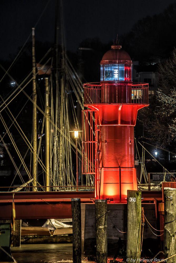 Der Leuchtturm Övelgönne von Helmut Beutel