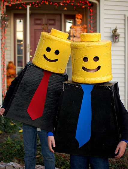 Lego costume for Halloween / Déguisement Lego