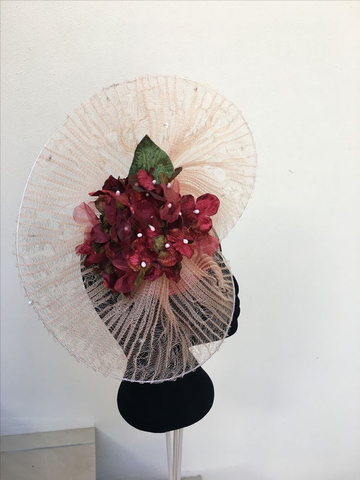 Dusty pink fascinator.