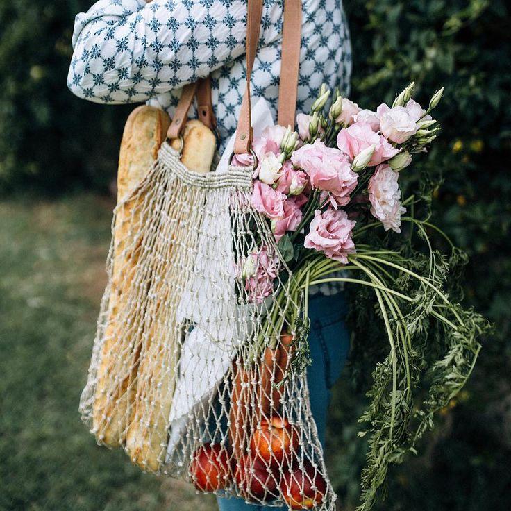 Jute String Bag in Natural/Tan... gorgeous!