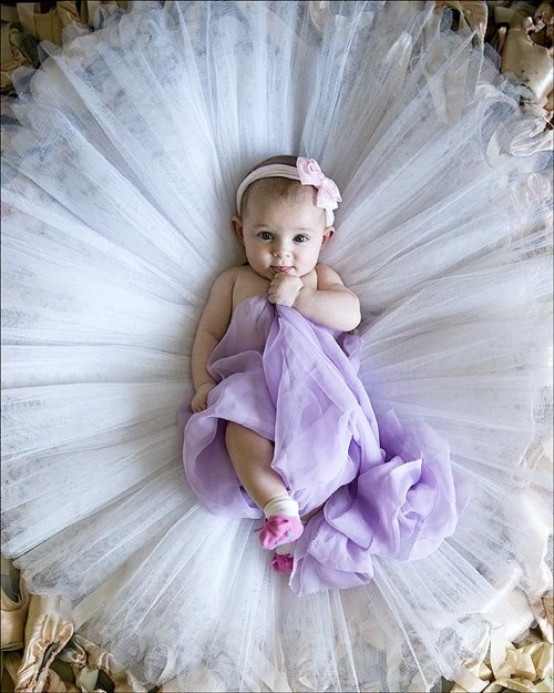 So precious.... Cute baby pictures are a must!