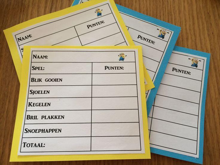Maak kaartjes voor de kinderen waar ze hun eigen score op kunnen schrijven. Leuk om met een minion pen te geven.