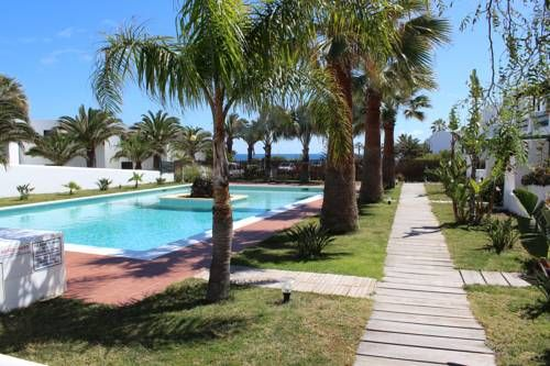 Casa Caralluma Charco del Palo Located 150 metres from the beach in Charco del Palo, Casa Caralluma features a terrace with sea views, an outdoor pool and free, unlimited WiFi.