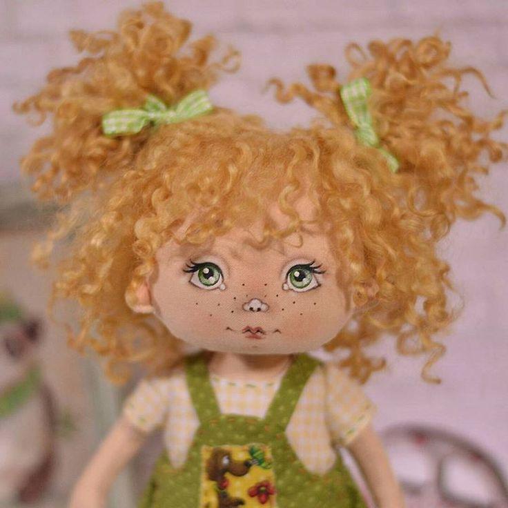 Текстильная малышка. Рост 25 см. Волосы кудри овечки. Стоит и сидит самостоятельно. Хлопок 100 %. Одежда и ботиночки снимаются. Ищет новый дом  #куклы #кукла #авторскаяигрушка #ручнаяработа #авторскаякукла #игрушканазаказ #интерьернаякукла #подарок #идеяподарка #куклаизткани #doll #artdoll #instadoll #текстильнаякукла #инстаграмнедели #люблю #люблюсвоюработу #омск