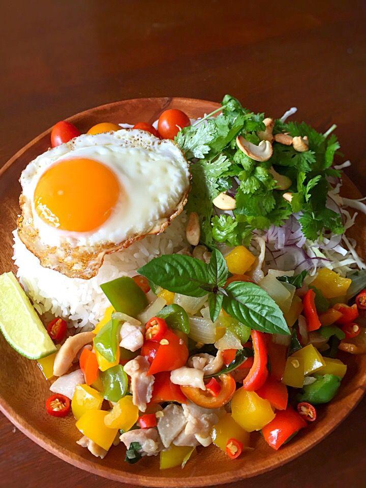 アッチ's dish photo ガパオライス   パクチーサラダ | http://snapdish.co #SnapDish #レシピ #夏に勝つエスニック料理大募集♪ #ハーブの日(8月2日) #タイ料理 #野菜を使った料理 #新陳代謝アップ!辛い料理