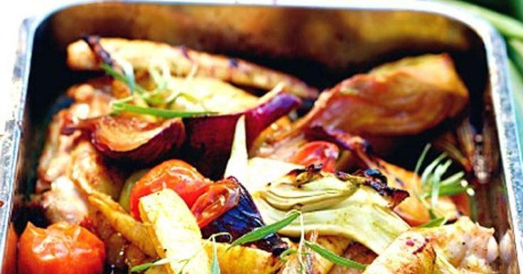 Kyckling i ugn med rotfrukter eller grönsaker är gott och lättlagat till middag. Här är våra bästa recept på kyckling i ugn.