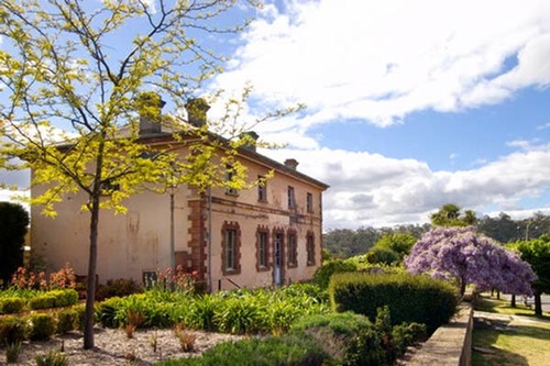 How stunning it this! Villa Parma is one of the oldest buildings in Hepburn Springs, a charming treasure to admire.