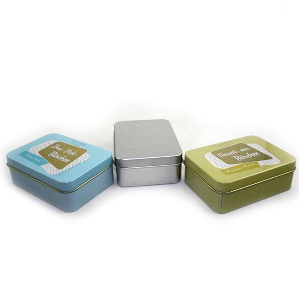 This small metal silver plain rectangular tin box with your desired printing design can upscale your image of your products and enhance your brand.