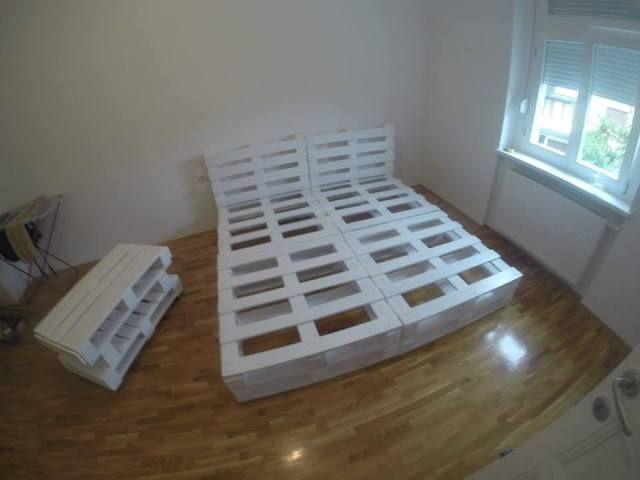 Кровать своими руками из поддонов видео